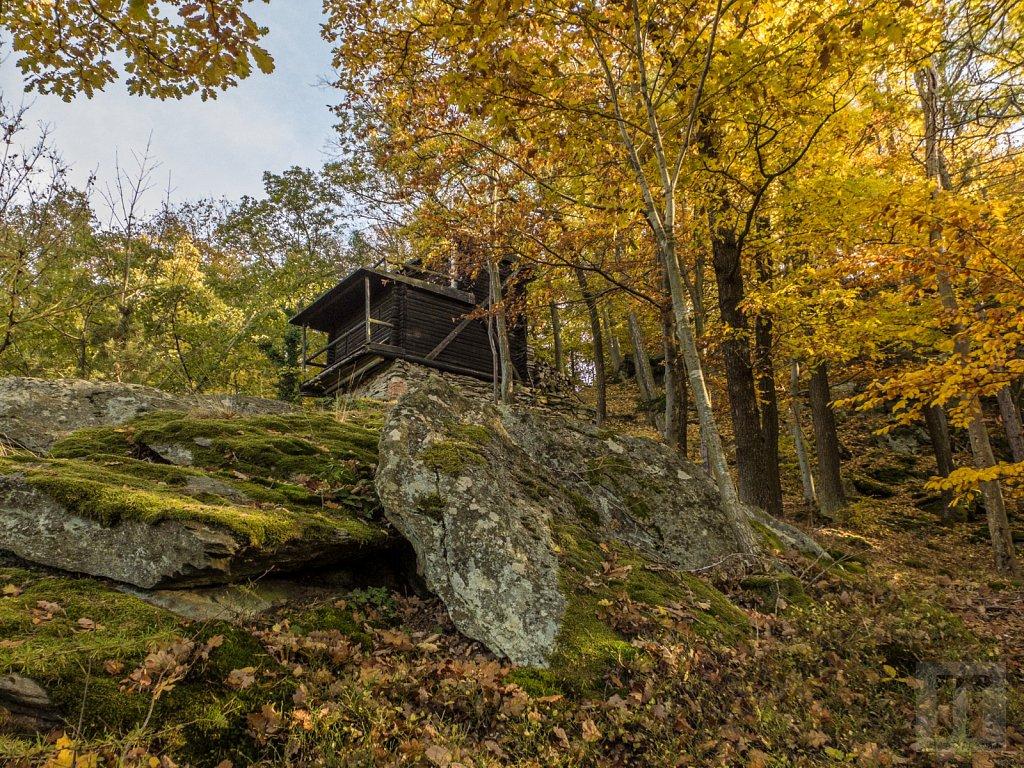 Junácká chata Orlí hnízdo nad údolím Loučky